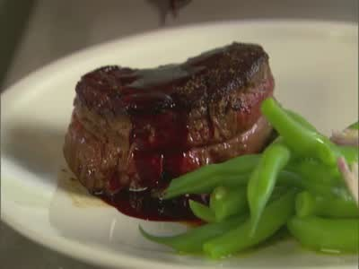 Pepper-Crusted Filet Mignon with Red Wine Sauce Videos | Food How to's ...