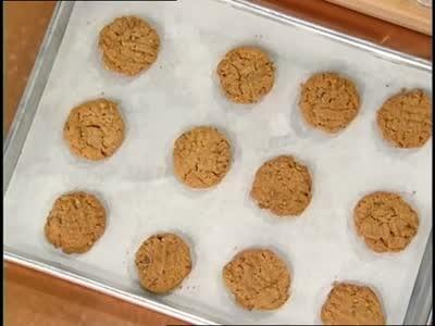 Video: Spicy Walnut Chocolate Chip Peanut Butter Cookies   Martha ...