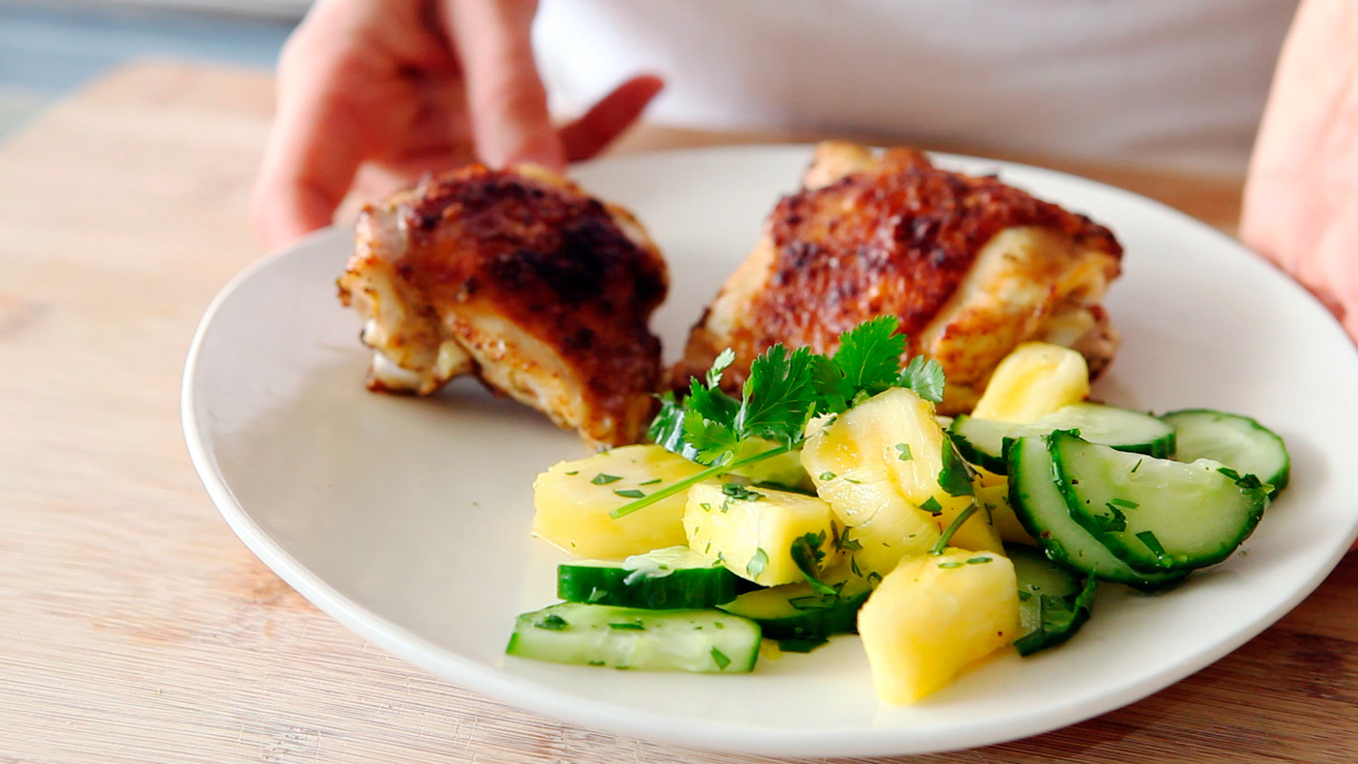 Video broiled chicken thighs with pineapple cucumber salad martha video broiled chicken thighs with pineapple cucumber salad martha stewart forumfinder Choice Image