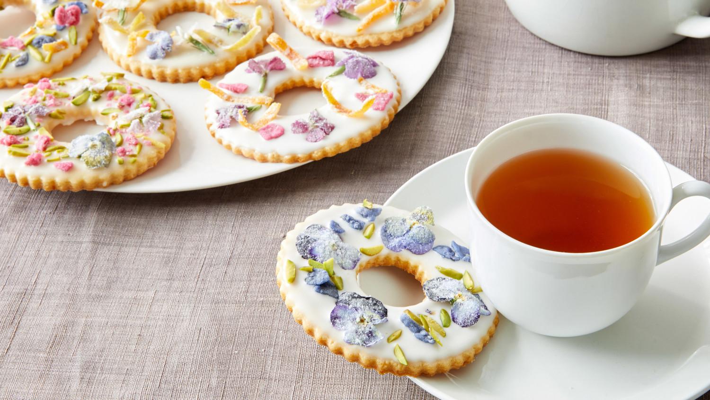 Martha Bakes Cookiesmideastern Cookies: Martha Makes Sugar Cookies Summery—By Adding Flowers