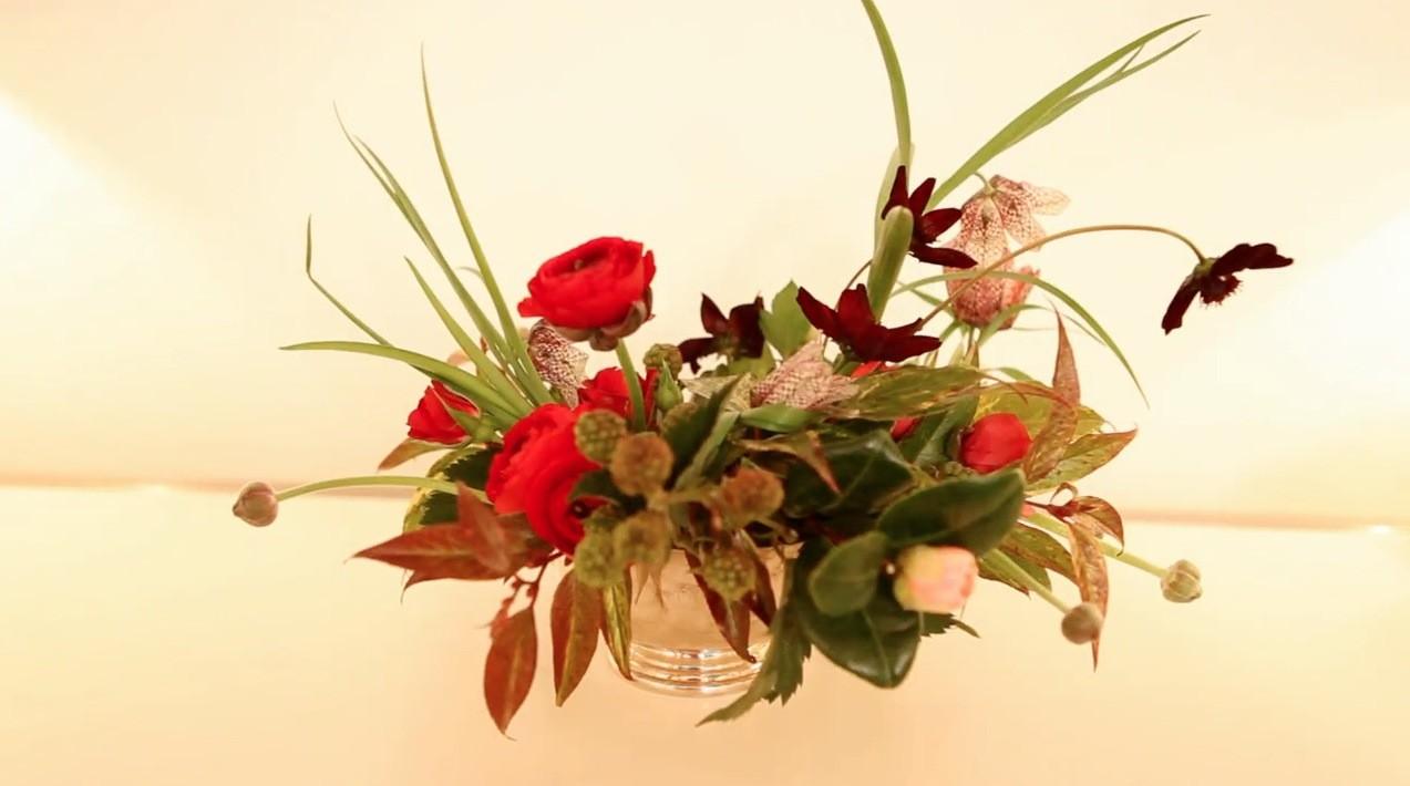 Video: How To Create A Beautiful Valentineu0027s Day Floral Arrangement |  Martha Stewart