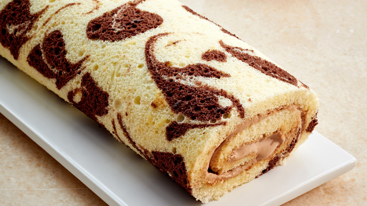 Chocolate And Vanilla Marble Roulade