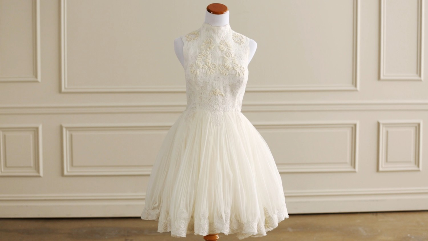 Video Timeless Wedding Dress Styles