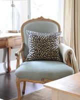 green-chair-leopard0415