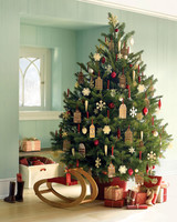 la102960_hol_treejpg - Martha Stewart Christmas Tree Decorations