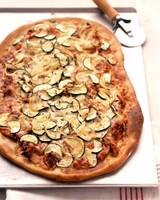 EA101361_0605_l_bbq_pizza.jpg