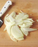 onion-slice-3-med108359.jpg