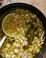 cooking garlicky beans with thyme