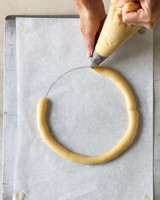 pastry-wreath-2-md107770.jpg