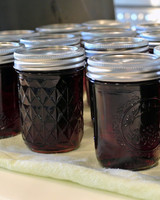 making-grape-jelly-canned.jpg