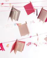 book-garland-0511mld106104.jpg