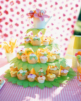 a99653_cakestand&cupcakes-2.jpg