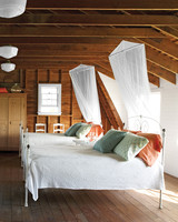 mld104429_0609_bedroom_right.jpg