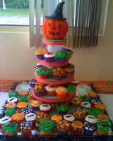 halloween_ugc09_cupcake_tower.jpg