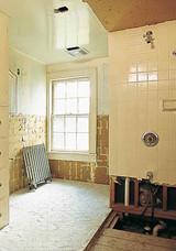 bathing-beauty-04-d100363-0915_vert.jpg (skyword:290161)