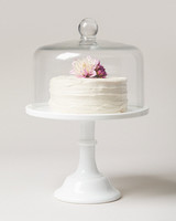 white cakestand