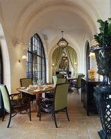 mansion-mothers-day-restaurants.jpg