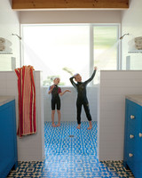 beach-house-showers-0811mld107442.jpg