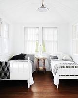 black-white-twinbeds-9680-d113008.jpg