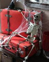 halloween_ugc09_skeleton_suitcase.jpg