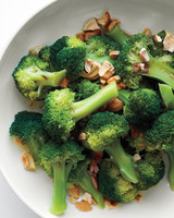 med106461_0111_ots_broccoli_cashew.jpg