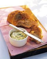 mla101789_0706_bread_garlic_butter.jpg