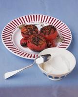 ml09a04_0996_grilled_tomatoes_yogurt.jpg