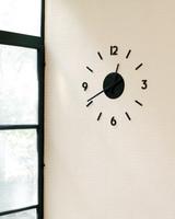 cary-tamarkin-kitchen-clock-mld107949.jpg