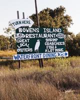 bowens-island-restaurant-0219-md109534.jpg