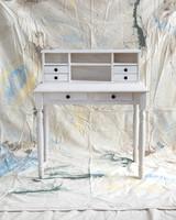 desk-finishing-touches-01-d106594-0815.jpg