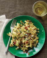 pasta-carbonara-leek-finished-med107616.jpg