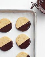 chocolate-dipped-macadamia-0511med106942.jpg