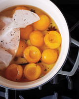 msl-kitchen-poaching-fruit-0112-md110059.jpg