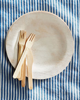 plate utensils tablecloth