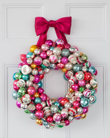 vintage-ornaments-wreath-ribbon-d110740-0598.jpg