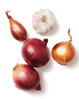 produce-onion-garlic-shallot-silo-131-d111919.jpg