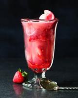 sorbet-soda-with-muddled-strawberries-md108188.jpg