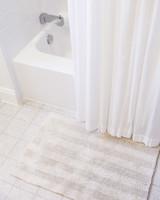 clean-dirtiest-parts-of-bathroom-bath-mats-0316.jpg