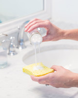 how-to-clean-bathroom-surfaces-sink-sponge-0316.jpg