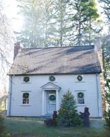 wreaths-house-074-exp4-bears-rightlawn-mld108759.jpg