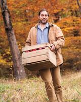 millstone-cider-curt-potrait-apples-crate-003-d111700.jpg