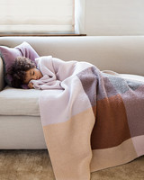 knit-color-blocked-blanket-kid-sleeping-couch-103208696
