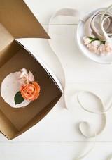 localcreative-marthastewart-valentines-lael-cake-flowers-gift-4--4-.jpg (skyword:225936)