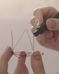 Watch How You Can Draw in Thin Air With This 3-D Pen