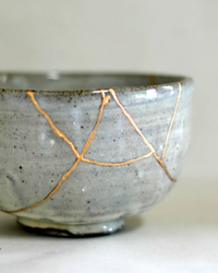 Kintsugi: The Japanese Art of Finding Beauty in Broken Dishes