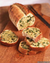 la_1095_garlic_bread.jpg