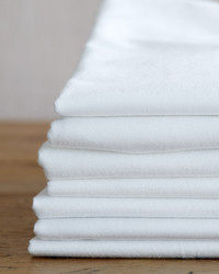 How to Wash a White T-shirt