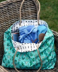 DIY: This Cute and Easy Robe-Handled Bag