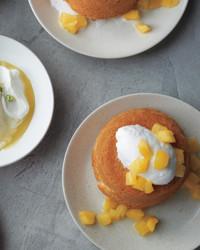 golden-cakes-mld108100.jpg
