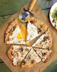 egg-pizza-0911mbd107580.jpg